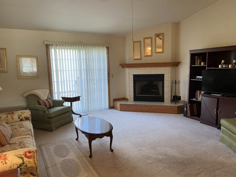 6024 EC Living Room